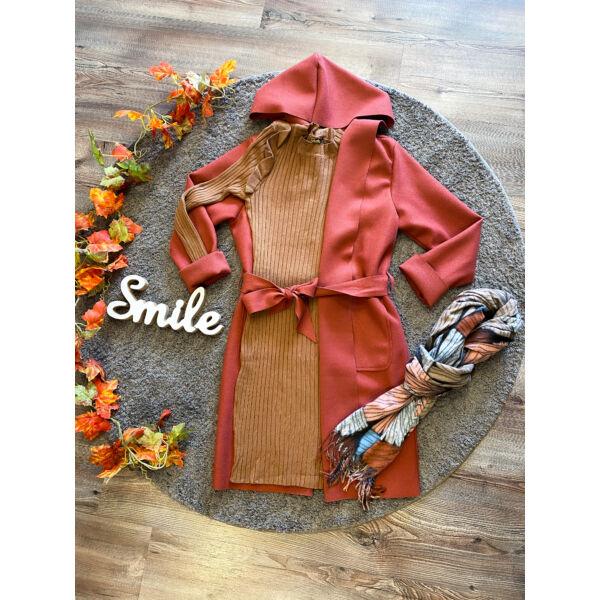 Kapucnis, tégla színű kabátka